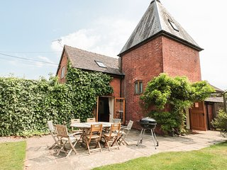 THE HOP KILN, open plan, en-suite, WiFi, lawned garden, Tenbury Wells, Ref