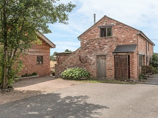 THE BARN, country holiday cottage, with open fire in Weston-Under-Redcastle