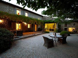 3 bedroom Villa in Coustellet, Provence-Alpes-Cote d'Azur, France : ref 5604782