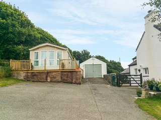 LODGE, cosy, rural, WiFi, seaview, near Amlwch, ref: 981059