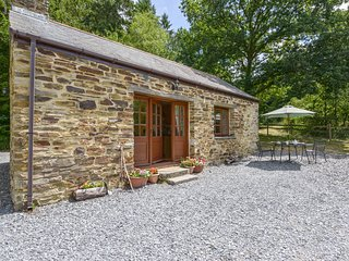 MINERS DRY, romantic cottage with wood burning stove in secluded woodland settin