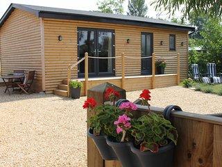GREENWAYS LOG CABIN, WIFI, open plan, countryside views, Ref. 954443