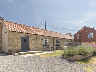BROOKSIDE BYRE, all ground floor, all bedrooms with en-suite, WiFi, enclosed