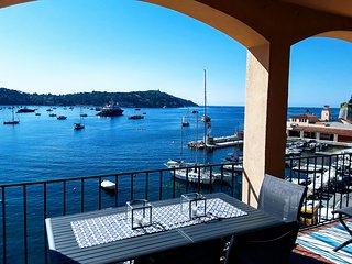 LA TERRASSE SEAFRONT LOFT,  FANTASTIC VIEWS, LARGE TERRACE