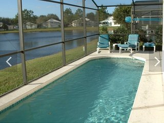 Beautiful 4 Bedroom 2 Bathroom Villa Solar Heated Pool , Kissimmee Florida