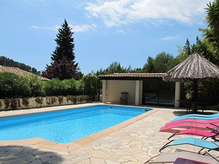 4 bedroom Villa with Pool and WiFi - 5436013