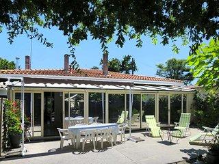 2 bedroom Villa in Andernos-les-Bains, Nouvelle-Aquitaine, France : ref 5434785