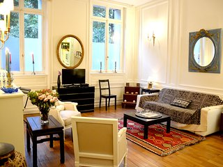 Classic 1BR Parisian Gem Near the Champs-Elysees