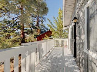 Cozy two-level mountainview cottage w/ balcony, close to skiing and lake