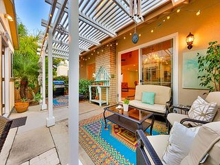 15% OFF MAR - Cute Coop Twin Home, Walk to Beach & Shopping, w/ Studio