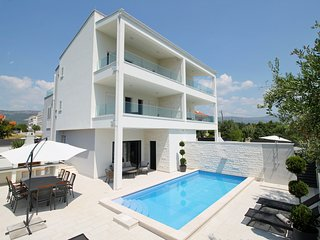 NEW!VILLA FILIP private heated pool & sauna, 5 bedrooms + en-suite, 50m from sea