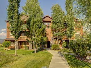 NEW LISTING! Well-situated condo w/balcony & lake view-near numerous ski resorts