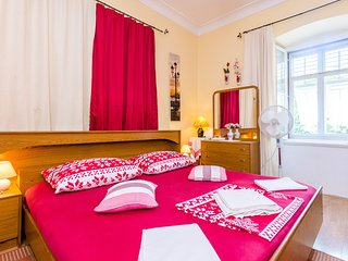 Cozy room close to the center of Dubrovnik with Parking, Internet