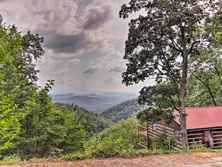 NEW! Sevierville Cabin w/2 Decks & Smoky Mtn Views