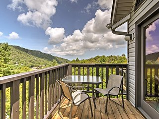 Beech Mountain Condo w/ Balcony - Walk to Resort!