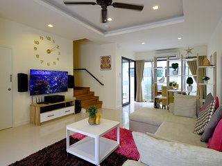 3 bdr cozy townhouse on Phuket for 6-8 person, 10 minutes to Bang Tao beach