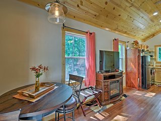 Bryson City Studio w/ Hot Tub - Near Nantahala!