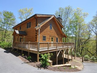 The Scratching Post - Upscale Cabin with Hot Tub, Fire Pit, Internet, and Dry Sa