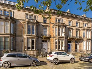 Newly refurbished, Castle view West End Flat