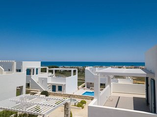 Modern 3 bedroom house close to the beach