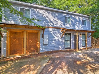 NEW! Cozy Home w/Deck -Mins to Atlanta Attractions