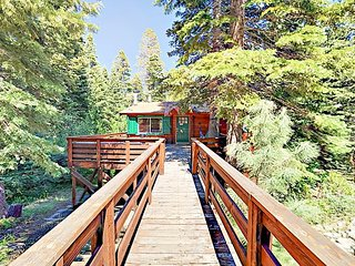 4BR w/Hot Tub, Private Beach Access, Hiking Trails & Ample Ski Resorts Nearby