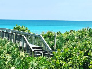 'Ocean Oasis' amazing views from direct beachfront condo on Hutchinson Island