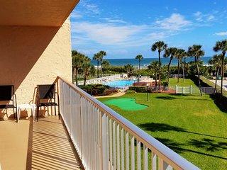 Beautiful 3 Bedroom Condo next to Pier- View of the Ocean!