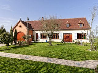 6 bedroom Villa in Dampierre-sous-Bouhy, Bourgogne-Franche-Comte, France : ref 5