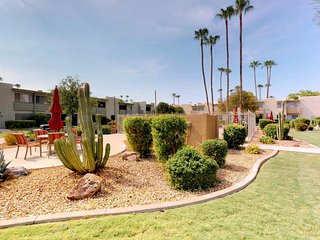 NEW LISTING! Cozy condo w/ a shared pool - near the Scottsdale Fashion Square!