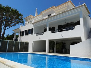 5 Bedroom villa with pool in Vilamoura opposite Old Village