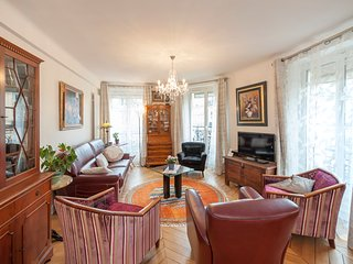 Cozy 2BD/2BTH apartment in the heart of the Marais - Balcony
