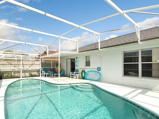 Affordable luxury! 3 bdrm pet friendly pool home 4 mi from Disney.