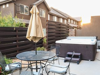 The Oasis at Coral Ridge | 2065 | $145/NIGHT IN SEPTEMBER! PRIVATE HOT TUB, PING