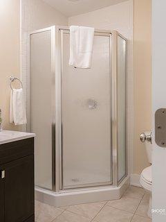 Full shower bathroom 4