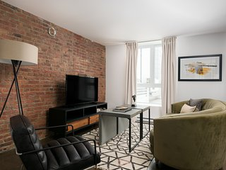 Lovely 2BR in Old Montreal by Sonder