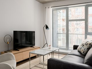 Sunny 1BR in Quartier des Spectacles by Sonder