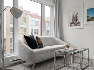 Chic 1BR in Quartier des Spectacles by Sonder