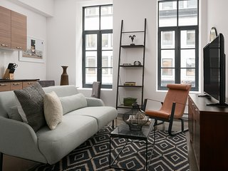 Bold 1BR in Old Montreal by Sonder