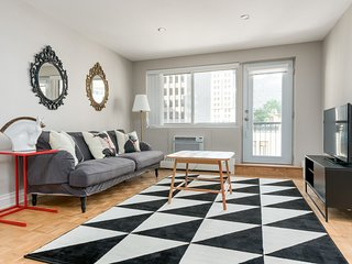 Sleek 2BR in Downtown Montréal by Sonder