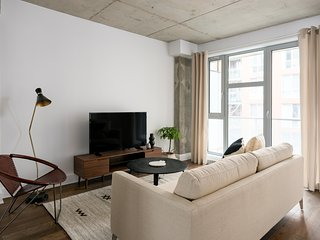Classic 1BR in Quartier des Spectacles by Sonder