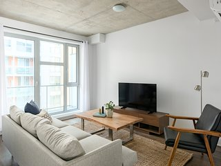 Bright 1BR in Quartier des Spectacles by Sonder