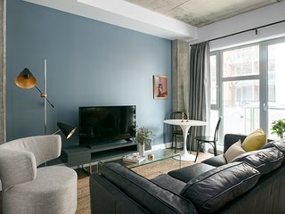Chic Studio in Quartier des Spectacles by Sonder