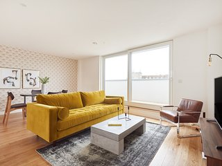 Chic 2BR Penthouse in Camden by Sonder