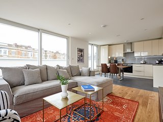 Bright 2BR Penthouse in Camden by Sonder