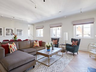 Grand 3BR/3BA Penthouse in Covent Garden by Sonder