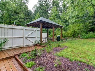 NEW LISTING! Secluded cabin w/forest view, large backyard & balcony