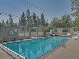Historic lodge w/a shared pool, game room & decks, just steps from Ski Bowl!