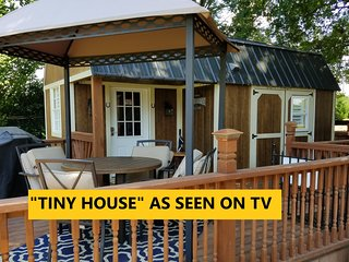 SPECTACULAR 'TINY HOUSE' LOCATED ON 4 ACRE HORSE RANCH......INCREDIBLE VALUE!!