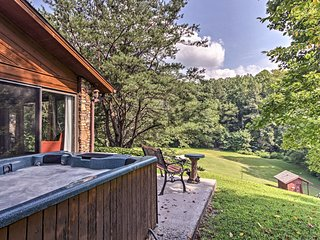 NEW! Secluded Gatlinburg Home w/Hot Tub/Game Room!